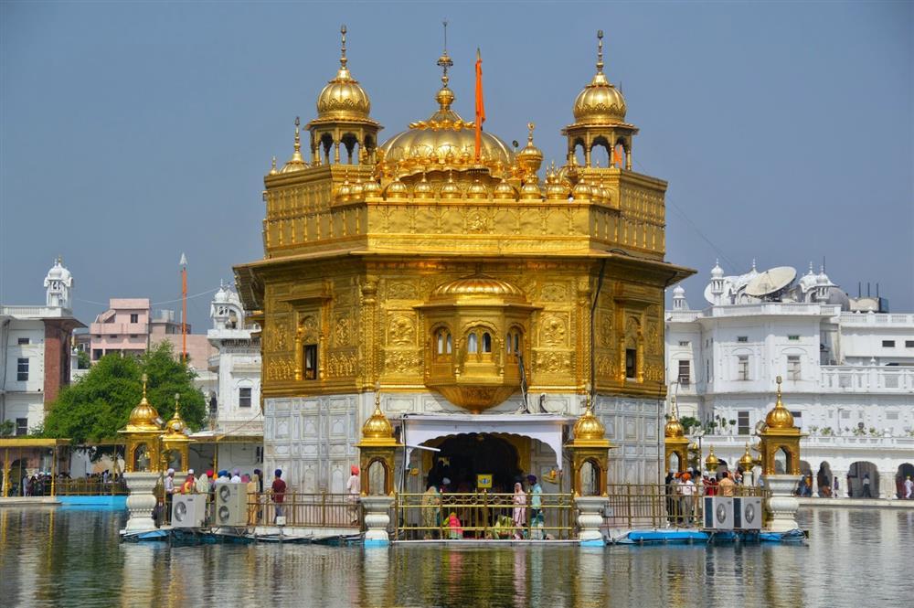 short paragraph on golden temple
